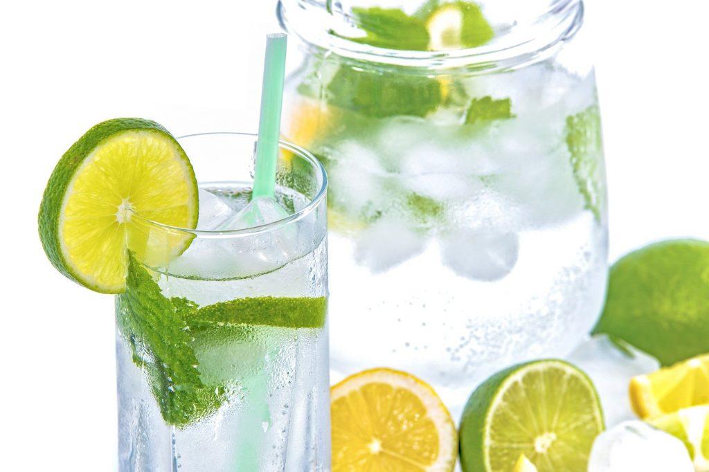Agua aromatizada de frutas