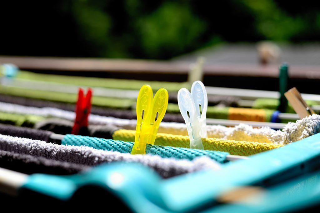 ¿Es bueno secar la ropa dentro de casa?